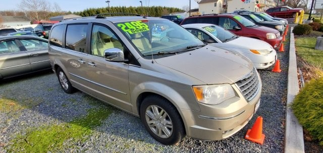 2008 Chrysler Town & Country in Littlestown, PA 17340-9101