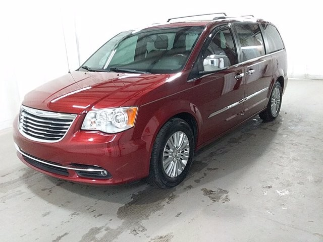 2014 Chrysler Town & Country in Lawrenceville, GA 30043