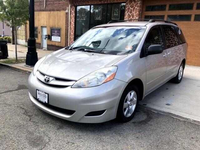 2009 Toyota Sienna in Belleville, NJ 07109-2923