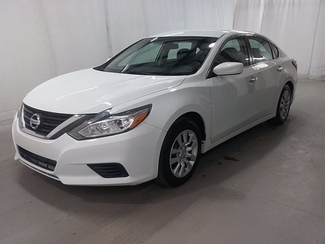 2016 Nissan Altima in Lawrenceville, GA 30043