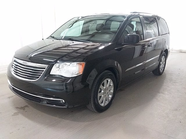 2016 Chrysler Town & Country in Lawrenceville, GA 30043