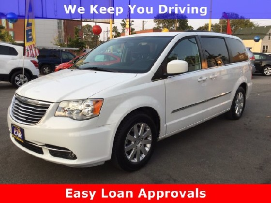 2014 Chrysler Town & Country in Cicero, IL 60804 - 1714289