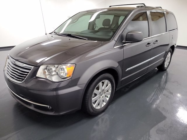 2016 Chrysler Town & Country in Union City, GA 30291
