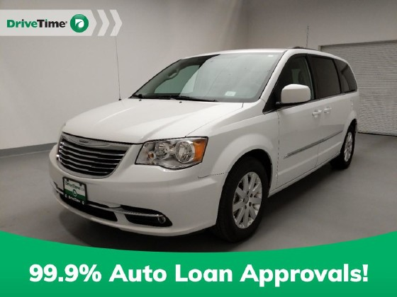 2016 Chrysler Town & Country in Downey, CA 90241 - 1724578