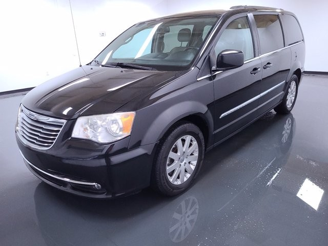 2013 Chrysler Town & Country in Lawreenceville, GA 30043
